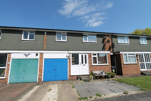 Thumbnail Terraced house for sale in Manor Close, Hatfield