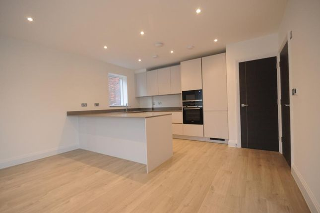 Thumbnail Flat to rent in Hyndewood, Dacres Road, London