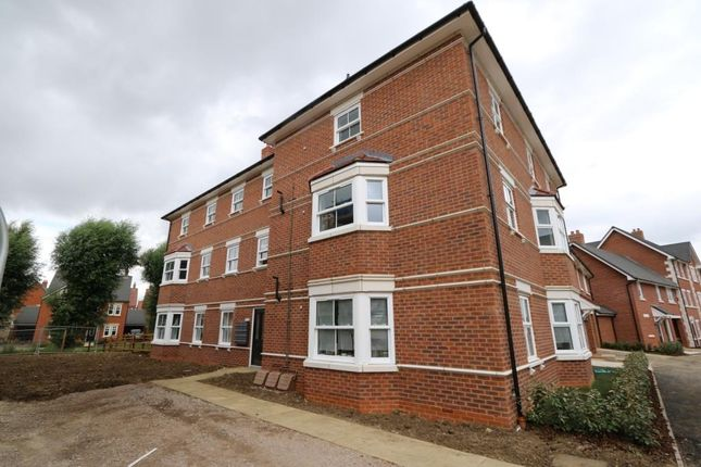 2 bed flat to rent in Saunders Field, Kempston, Bedford