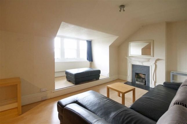 Flat to rent in Blakesley Avenue, London
