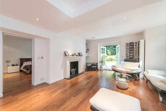 2 bed flat for sale in East Heath Road, Hampstead, London
