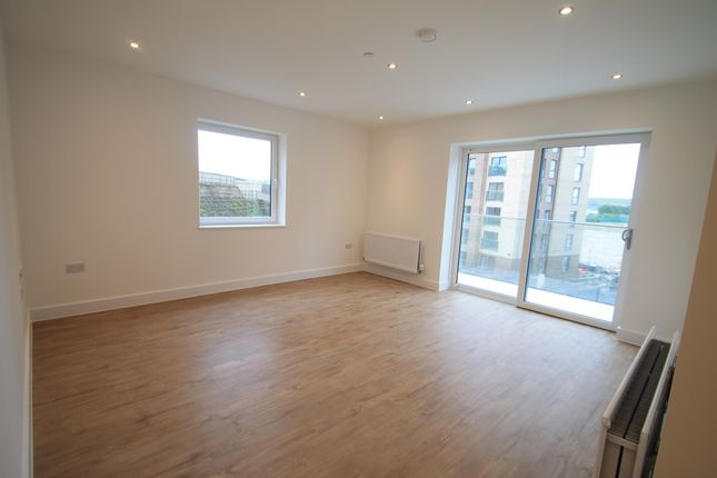 2 bed flat to rent in Stirling Drive, Luton LU2