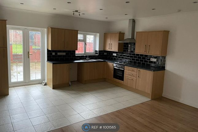 3 bed detached house to rent in Mason Street, West Bromwich B70
