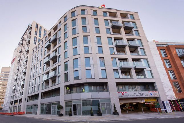 2 bed flat for sale in Clarence House, Sovereign Court, Hammersmith