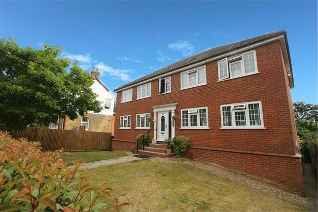 Thumbnail Flat for sale in College Road, Hoddesdon
