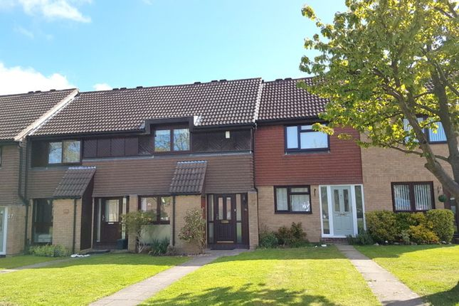 2 bed terraced house to rent in Hillside Close, Banstead