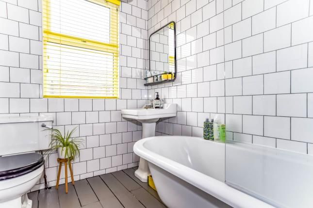 Bathroom of Cleveleys Avenue, Manchester, Greater Manchester M21