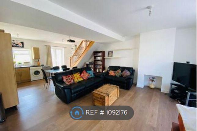 Room to rent in Walton Road, Woking
