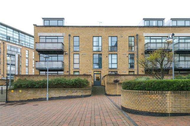 2 bed property to rent in Town Meadow, Brentford TW8