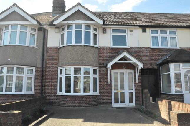 3 bed terraced house to rent in Ashgrove, Heston