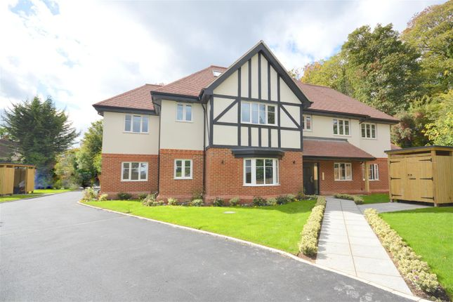 Thumbnail Flat for sale in Russell Green Close, Purley