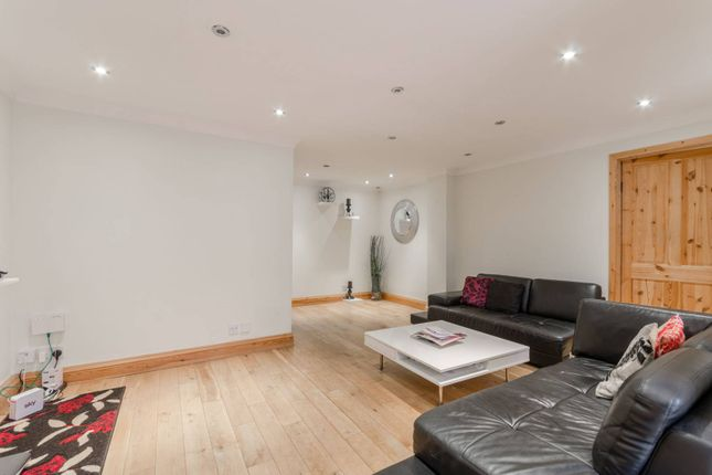 4 bed property for sale in Uphall Road, Ilford