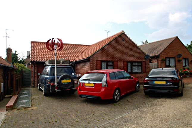 3 bed detached bungalow to rent in Swan Close, Colchester CO4