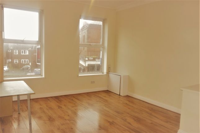 Thumbnail Flat to rent in Picton Road, Wavertree, Liverpool