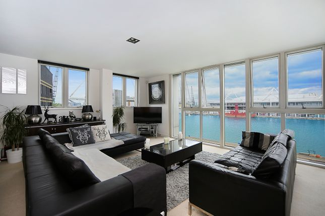 Thumbnail Flat for sale in Eastern Quay Apartments, London