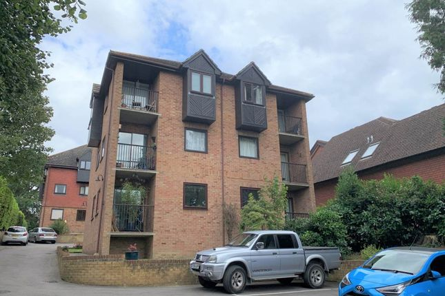 1 bed flat to rent in Glendale Court, Sandhurst Road, Tunbridge Wells TN2