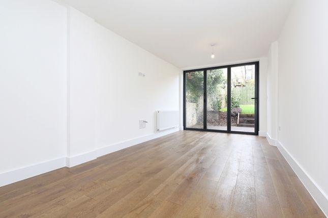 Thumbnail Flat to rent in Springdale Road, Stoke Newington