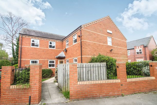 Thumbnail Flat to rent in St. Michaels Crescent, Headingley, Leeds