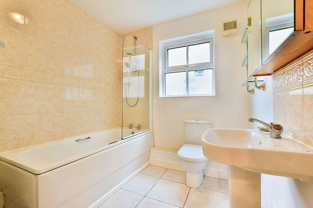 Bathroom of Hart Road, Fallowfield, Manchester M14