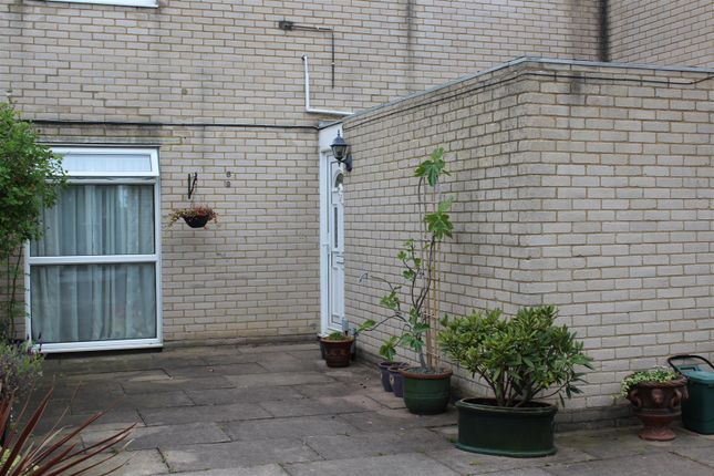 Thumbnail Property to rent in Old Orchard, Harlow