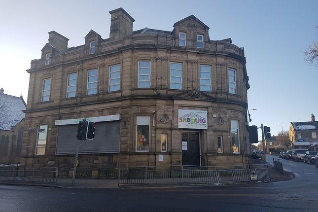 Retail premises to let in Gibbet Street, Halifax