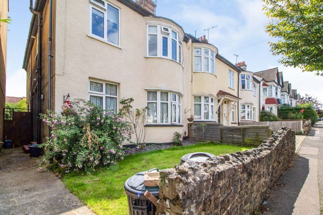 2 bed flat for sale in Westminster Drive, Westcliff-On-Sea SS0
