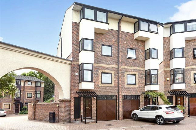 Thumbnail Flat for sale in Barnfield Place, London