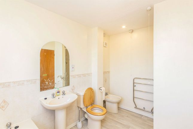 Bathroom of Williams Orchard, Highnam, Gloucester, Gloucestershire GL2