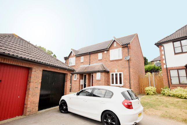 Thumbnail Semi-detached house to rent in Downs Grove, Vange