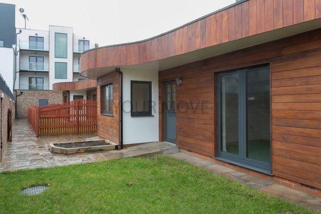 Thumbnail Bungalow to rent in Lea Bridge Road, Leyton, London
