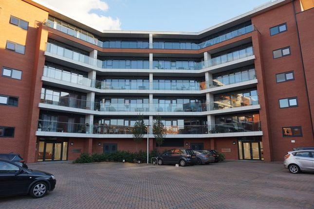 Thumbnail Flat for sale in Racecourse Road, Newbury