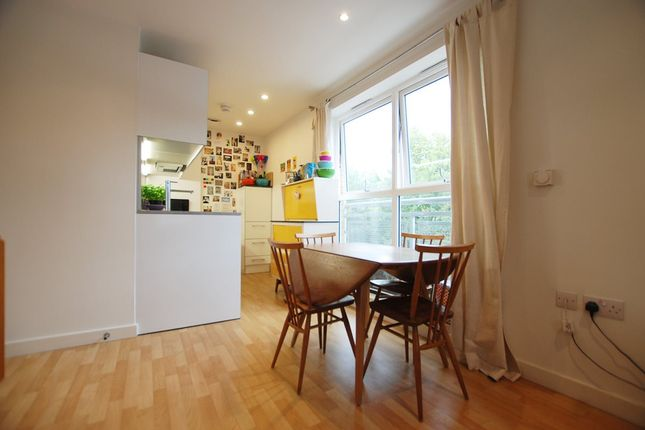 Flat to rent in Essex Road, London