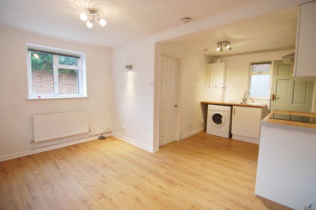 Thumbnail Flat to rent in Tonbridge Road, Hildenborough, Tonbridge