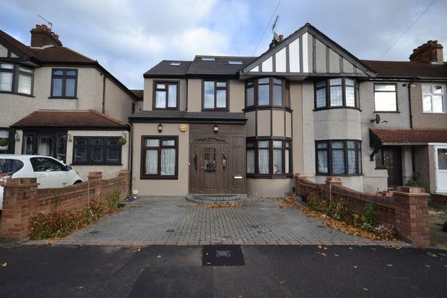 Thumbnail Semi-detached house to rent in Dunspring Lane, Ilford