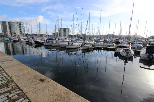 Thumbnail Flat to rent in Discovery Wharf, Sutton Harbour, Plymouth