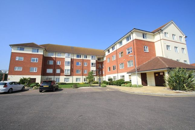 2 bed flat to rent in Oak Road South, Benfleet