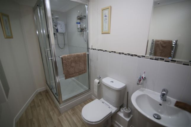 Ensuite (3) of Cornmill House, Old Mill Close, Tiverton EX16