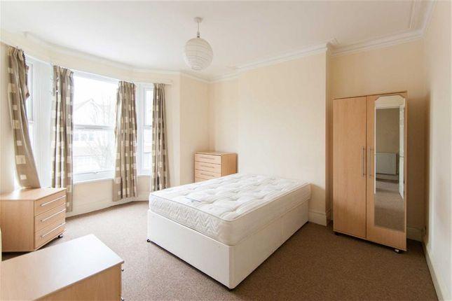 Room to rent in Birkbeck Avenue, Acton, London