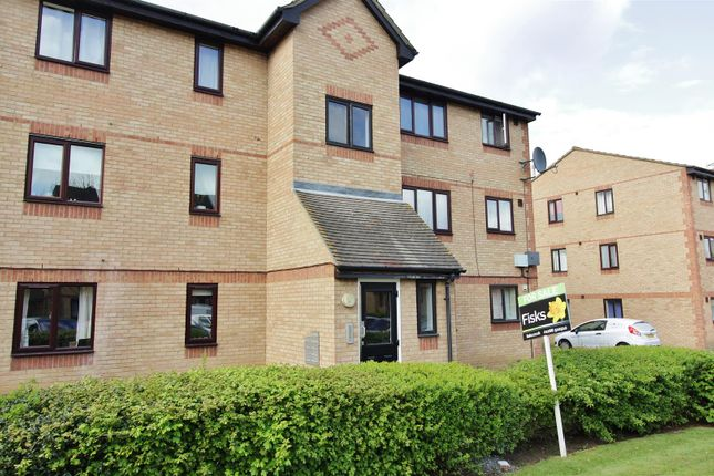 Thumbnail Flat for sale in Chestnut Road, Vange, Basildon