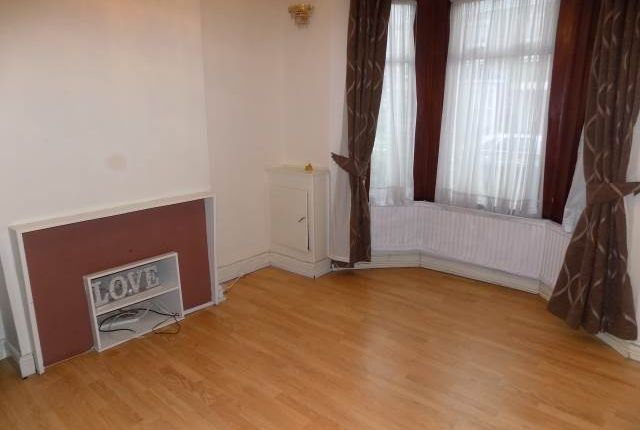 Thumbnail Property to rent in Endsleigh Road, Southall, Middlesex