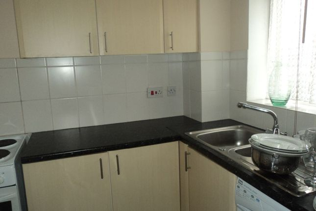 Thumbnail Flat to rent in Linwood Crescent, Enfield