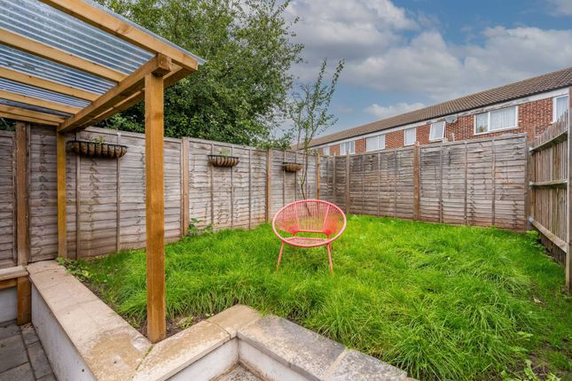 2 bed flat for sale in Marian Road, Streatham Vale, London SW16