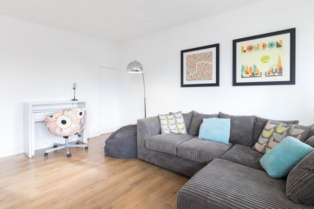 Thumbnail Maisonette to rent in Rochester Road, London