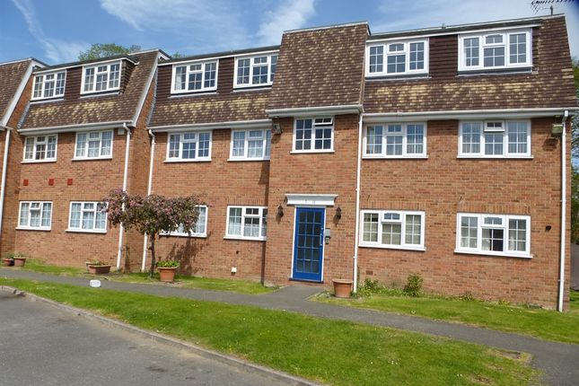Thumbnail Flat for sale in London Road, Langley, Slough