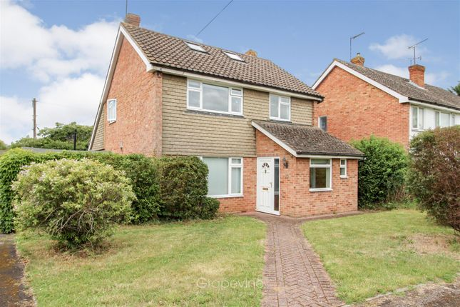 Thumbnail Detached house for sale in Chaseside Avenue, Twyford, Reading