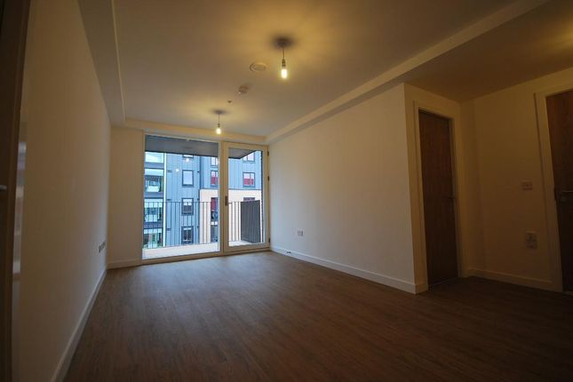 2 bed flat to rent in Leaf Street, Manchester