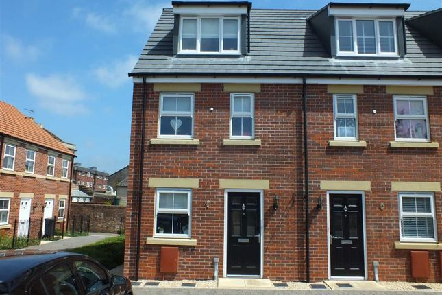 3 bed town house for sale in St James Gardens, Trowbridge, Wiltshire