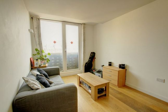 1 bed flat for sale in Woodger Road, London