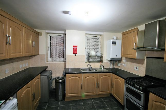 Thumbnail Shared accommodation to rent in Hollybush Gardens, London