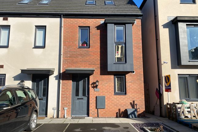 Thumbnail Town house for sale in Heol Tapscott, Barry